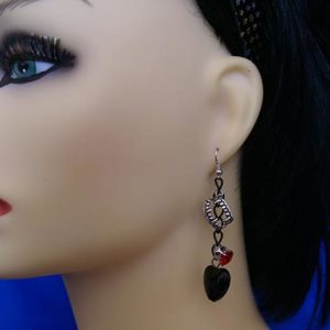 Fangs jewel and heart earrings