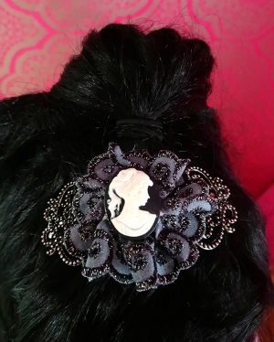Victorian Lolita cameo and lace hair clip close up