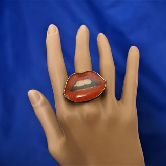 Retro rockabilly lips cameo ring
