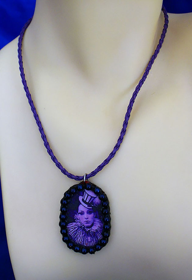 Gothic Lolita circus lady cameo necklace