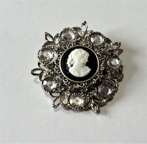 Classic black and white lady cameo crystal jewel floral brooch