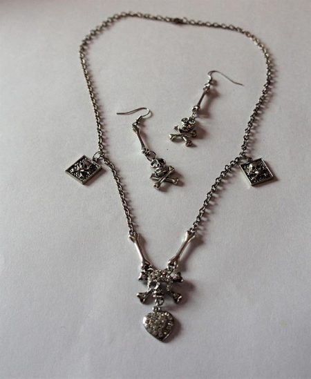 Skull pirate heart necklace and earring set