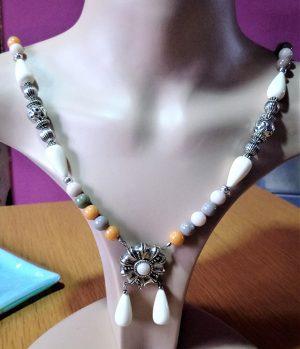 Flower drop bead pendant necklace