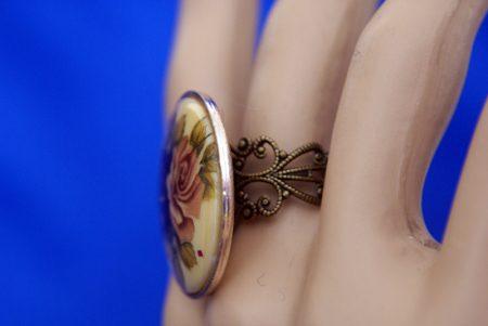 Victorian Lolita round rose cameo ring