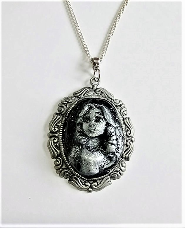 Alice in Wonderland face 3D cameo necklace