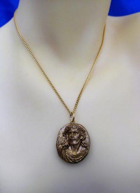 Gold standard 3D Jesus cameo necklace