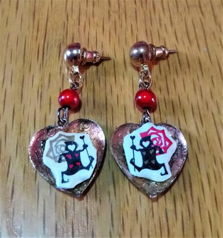 Queen of hearts guard rose cameo heart and bead earrings