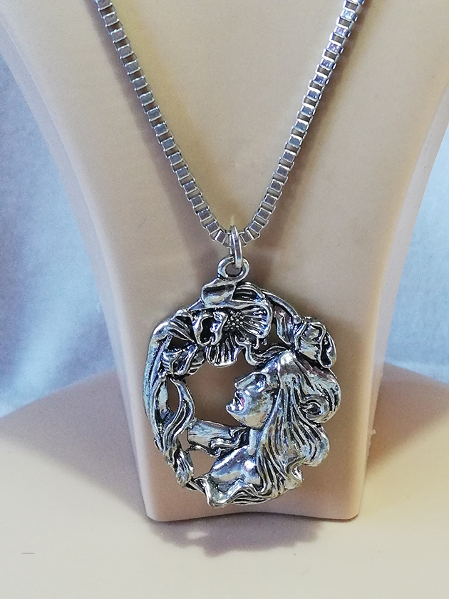 Victorian Lolita silver detailed cameo necklace
