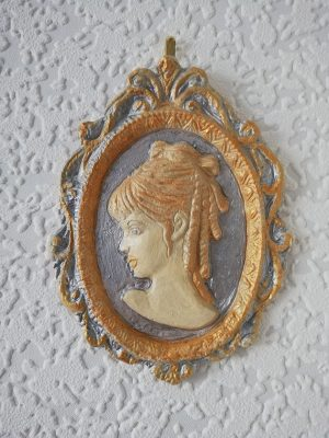 Gold and silver 3D lady ringlet cameo plaque