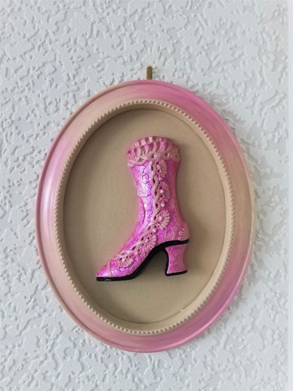 iInk and cream ombre Victorian boot ornate cameo wall plaque