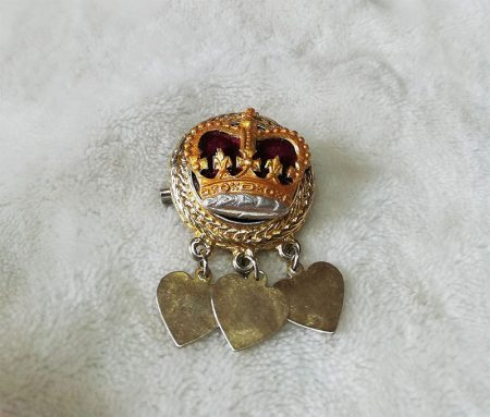 Victorian Lolita 3D crown and heart brootch