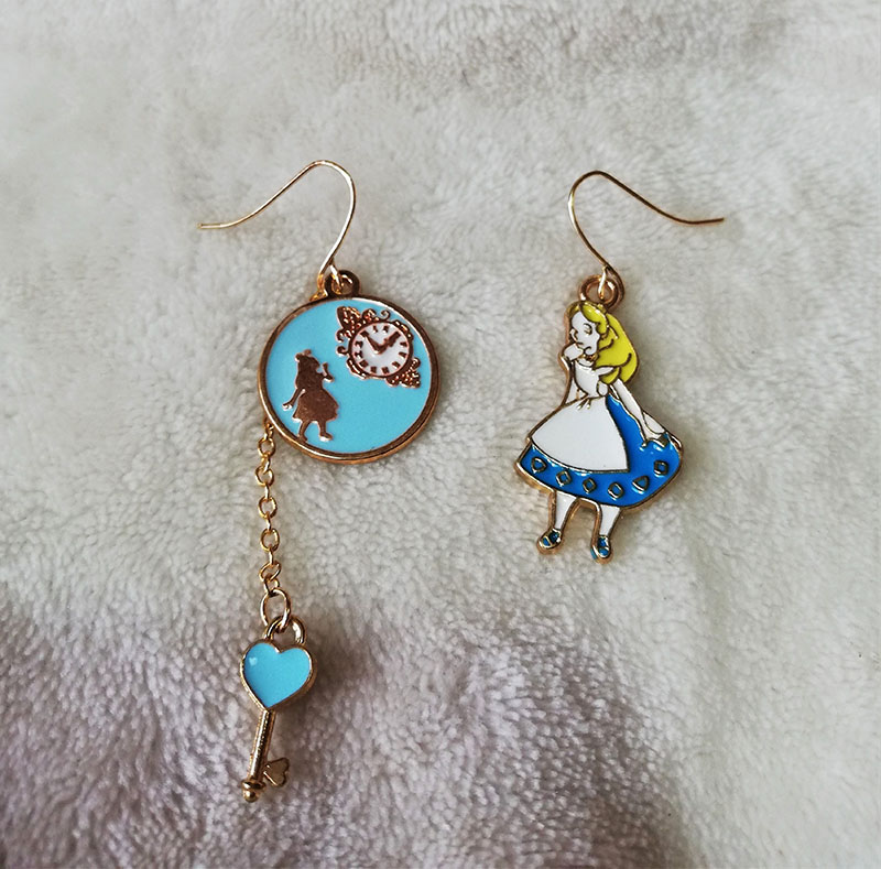 Alice in Wonderland isometric icon and stopwatch earrings