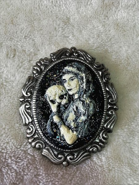 Gothic Lolita 3D lady and skull cameo brootch