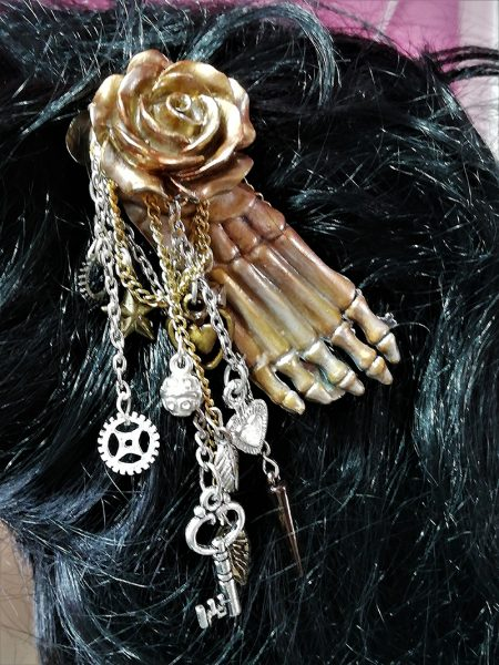 Steampunk skeleton foot rose and charm hair clip