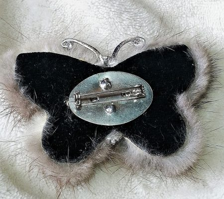 Real fur butterfly and pearl brootch