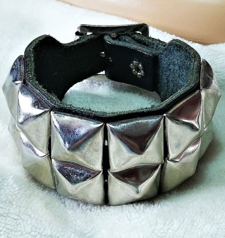 Gothic punk Lolita pyramid stud leather bracelet